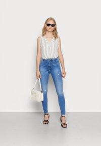 ONLY - ONLPAOLA HIGHWAIST - Jeans Skinny Fit - light blue denim - 1