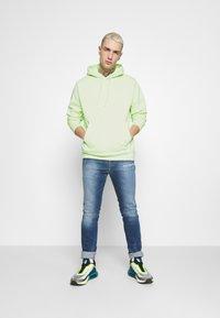 Nike Sportswear - CLUB HOODIE - Felpa con cappuccio - liquid lime/white - 1