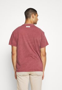 Mennace - IN MY DREAMS - T-shirt con stampa - oxblood - 2
