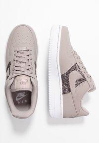 Nike Sportswear - AIR FORCE 1 - Sneaker low - pumice/white - 3