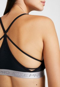 Nike Performance - INDY AEROADAPT BRA - Urheiluliivit - black/metallic silver - 3