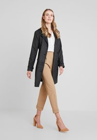 NAF NAF - ACHICKY - Trenchcoats - fantaisie - 1