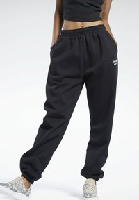 Reebok Classic - CLASSIC WARDROBE ESSENTIALS COZY FLEECE FOUNDATION - Pantalon de survêtement - black - 0