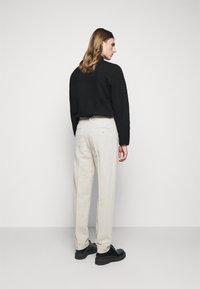 Holzweiler - RINO TROUSER - Trousers - light grey - 2