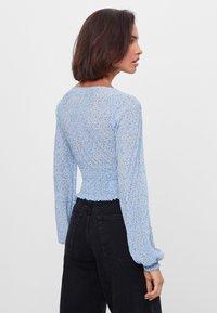 Bershka - MIT V-AUSSCHNITT - Long sleeved top - blue - 2