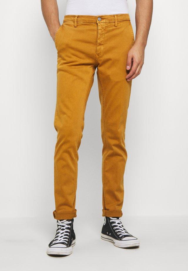 ZEUMAR HYPERFLEX  - Pantalones - curry