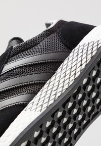adidas Originals - MARATHON TECH - Sneakers laag - core black/footwear white - 5
