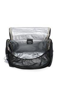Kipling - KICHIROU - Lunch box - black met bl - 3