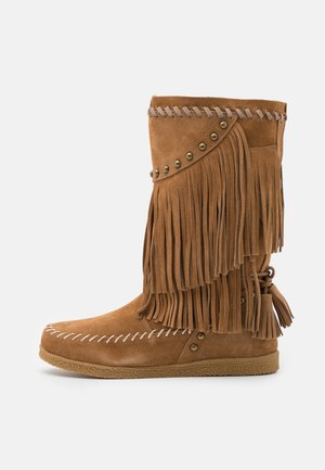 MEDIUM BOOT WITH FRINGES - Kowbojki i obuwie motocyklowe - tan