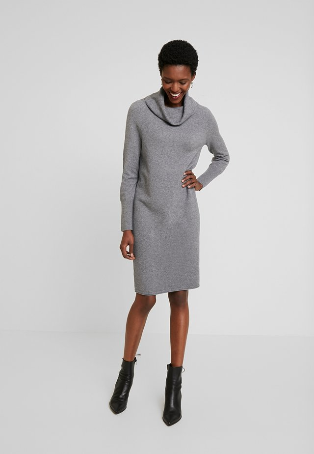 HEAVY DRESS LONGSLEEVE - Pletené šaty - middle stone melange