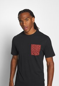 Only & Sons - ONSMAXI LIFE POCKET TEE - Print T-shirt - black - 3