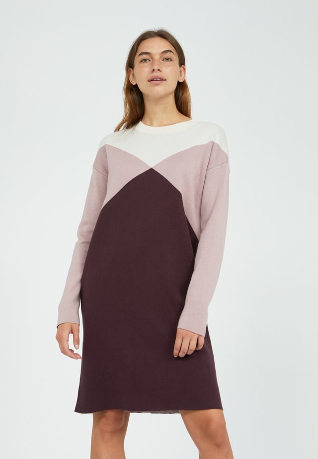 AZIZAA - Gebreide jurk - aubergine