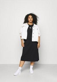 Calvin Klein Jeans Plus - KNOTTED T-SHIRT DRESS - Jerseykjoler - black - 1