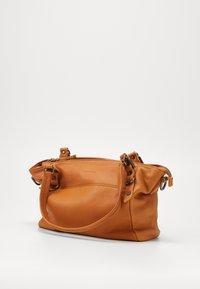 FREDsBRUDER - CHIRPY - Handbag - light camel - 3