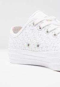 Converse - CHUCK TAYLOR - Joggesko - white/egret - 2