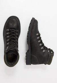 Barbour - QUANTOCK HIKER - Šněrovací kotníkové boty - black - 1