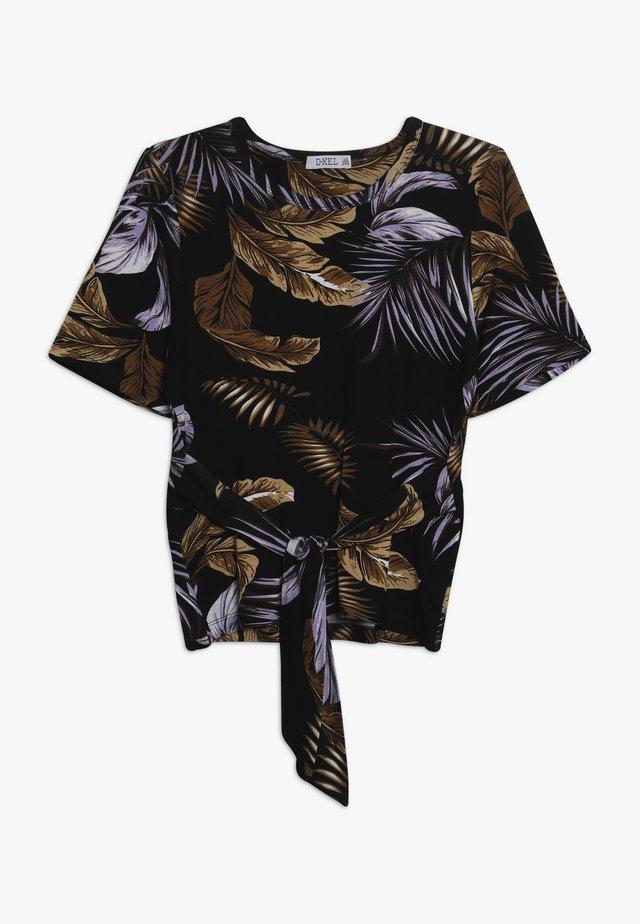 KICKI  - Print T-shirt - lilac breeze