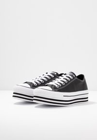 Converse - CHUCK TAYLOR ALL STAR LAYER BOTTOM - Trainers - black/white - 4