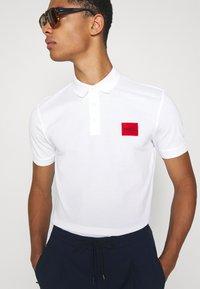 HUGO - DERESO - Polo shirt - white - 3