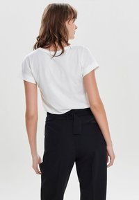 JDY - JDYLOUISA LIFEFOLD UP TOP - T-shirts - off-white - 2