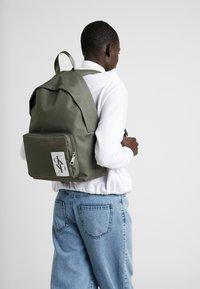Calvin Klein Jeans - SPORT ESSENTIALS BACKPACK - Rugzak - green - 5