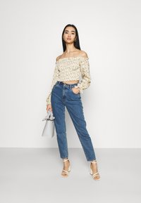 Missguided - FLORAL FRILL DETAIL SHIRRED CROP - Blouse - cream - 1