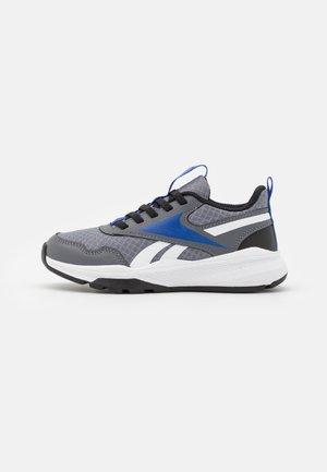 XT SPRINTER 2.0 ALT UNISEX - Chaussures de running neutres - cold grey 6/black/bright cobalt
