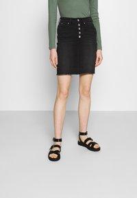 ONLY - ONLBLUSH - Minifalda - black denim - 0