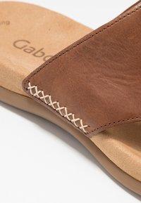 Gabor - T-bar sandals - peanut - 6