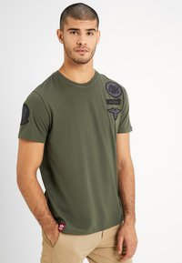 Alpha Industries - AIR CREW - Print T-shirt - dark oliv - 0