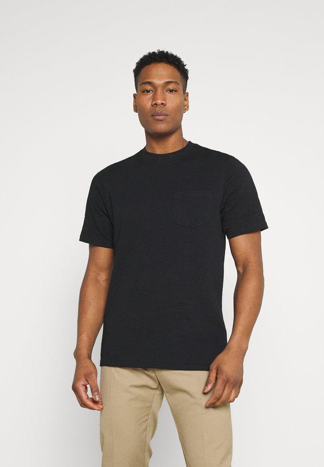 CLARKE TEE - Jednoduché triko - black