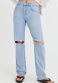 PULL&BEAR - Jeans Straight Leg - light blue - 0