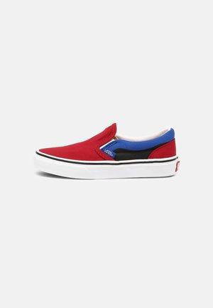 CLASSIC SLIP-ON UNISEX - Trainers - chili pepper/nautical blue