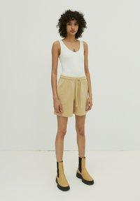 EDITED - DAISY - Shorts - beige - 1