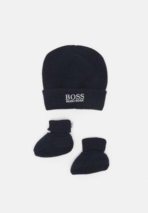 PULL ON HAT SLIPPERS BOX SET UNISEX - Beanie - navy