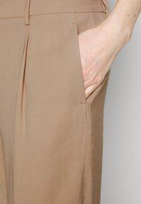 Opus - Spodnie materiałowe - soft ginger - 5