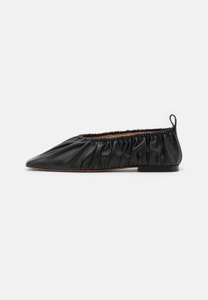 BALLERINA - Nazouvací boty - black