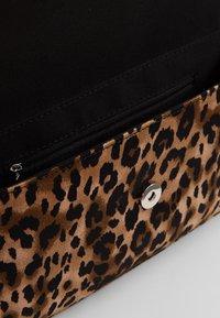 Who What Wear - SAIDE - Handbag - brown - 4