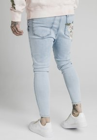 SIKSILK - DROP CROTCH PLEATED APPLIQUE  - Jeans Skinny Fit - light blue - 2