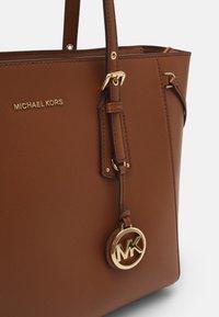 MICHAEL Michael Kors - VOYAGER TOTE - Handbag - luggage - 4