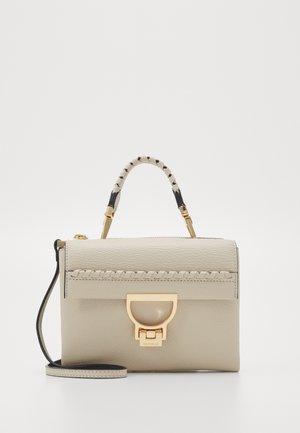 ARLETTIS INFILATURA - Handbag - seashell