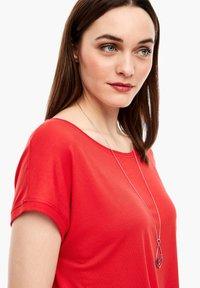 s.Oliver - KURZARM - Basic T-shirt - luminous red - 4