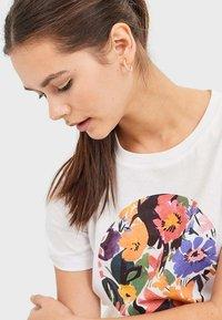 Stradivarius - MIT PRINT  - Print T-shirt - white - 3