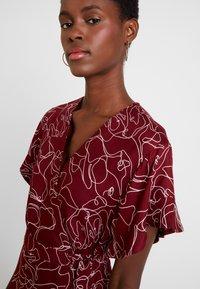 Great Plains London - CELESTE SKETCH - Denní šaty - cabernet milk - 6