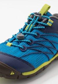 Keen - CHANDLER CNX - Zapatillas de senderismo - brilliant blue/blue depths - 2