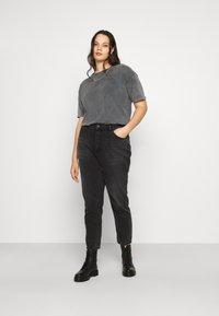 Vero Moda Curve - VMFOREVER OVERSIZED - T-shirts med print - black - 1