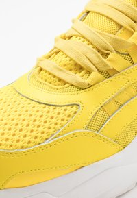 Umbro Projects - NEPTUNE - Sneakersy niskie - fluo yellow/white/ black - 5