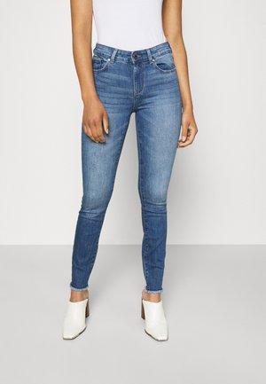 ONLHUSH LIFE MID - Jeans Skinny Fit - medium blue