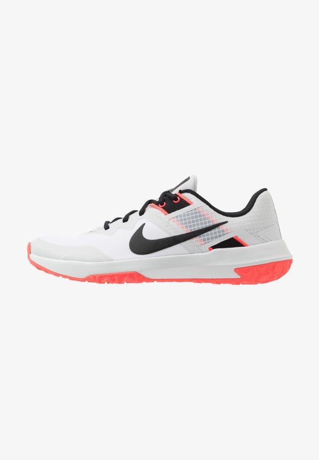 VARSITY COMPETE TR 3 - Zapatillas de entrenamiento - white/black/photon dust/laser crimson