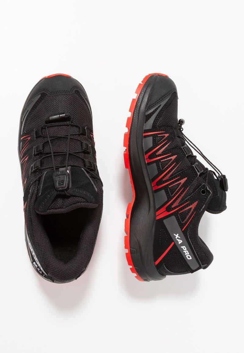 Salomon - XA PRO 3D CSWP - Chaussures de marche - black/high risk red
